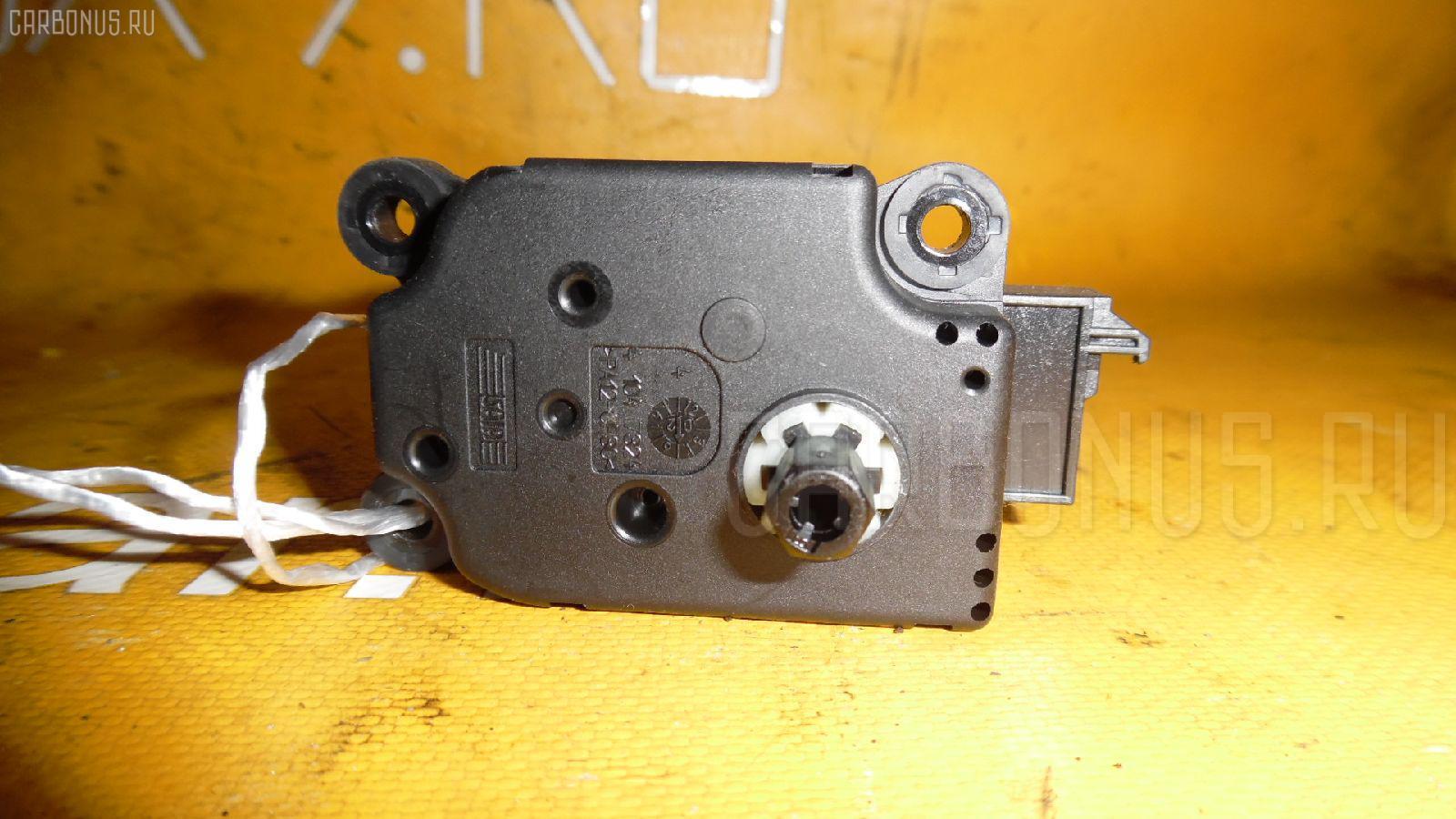 Моторчик заслонки печки MERCEDES-BENZ E-CLASS W211.070. Фото 2