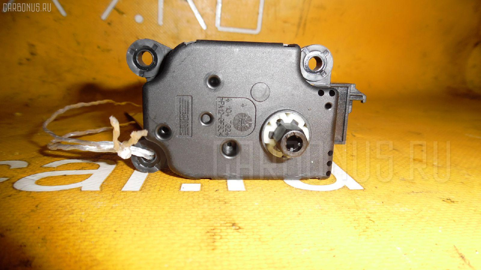 Моторчик заслонки печки MERCEDES-BENZ E-CLASS W211.070. Фото 6