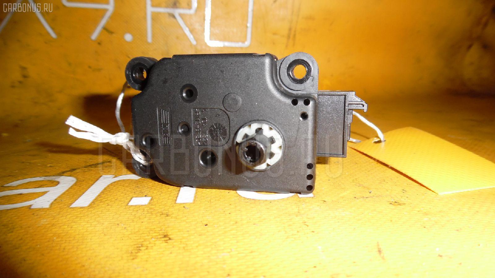 Моторчик заслонки печки MERCEDES-BENZ E-CLASS W211.070. Фото 11