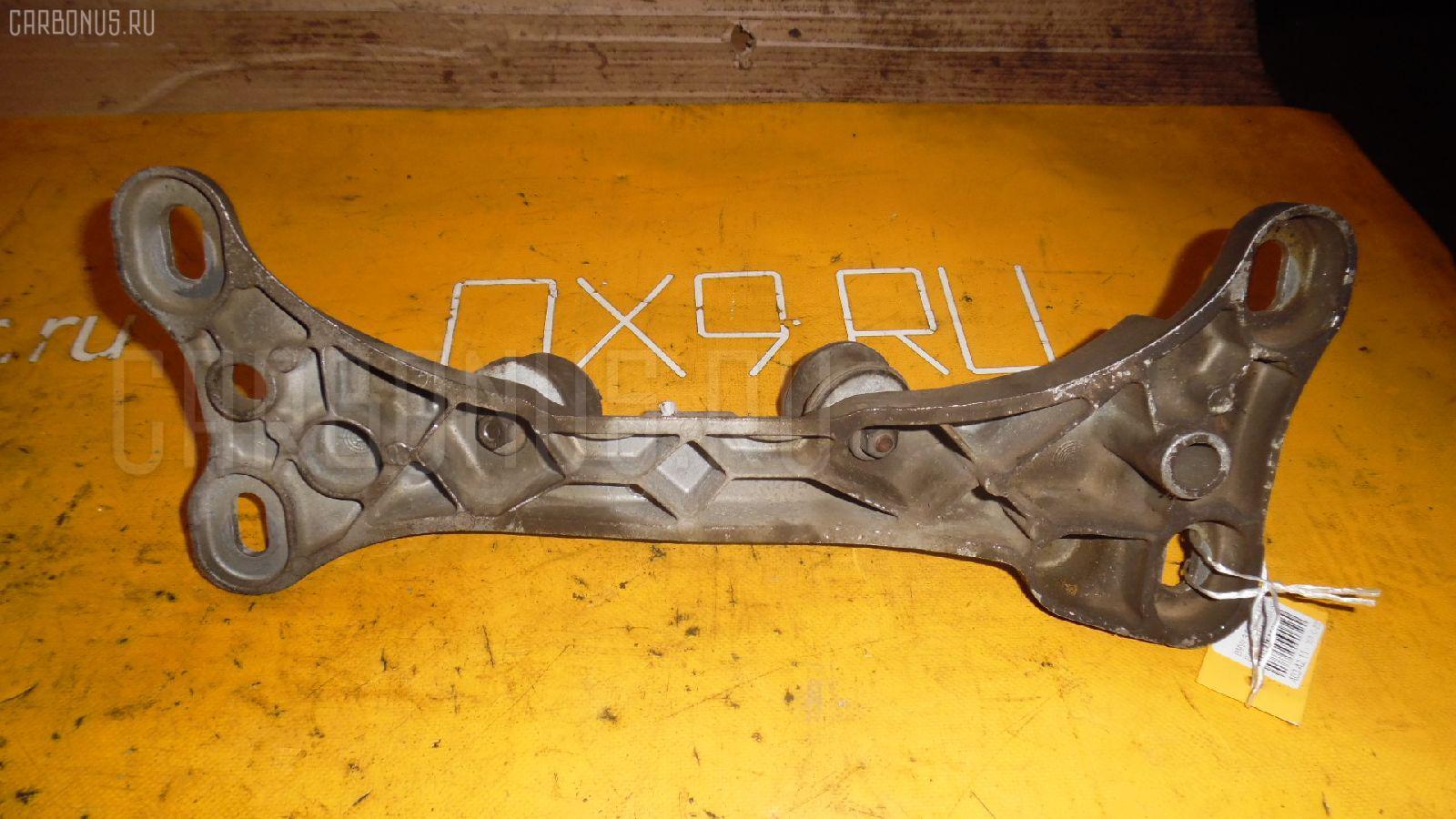 Подушка КПП Bmw 3-series E46-AX52 N42B20A Фото 1