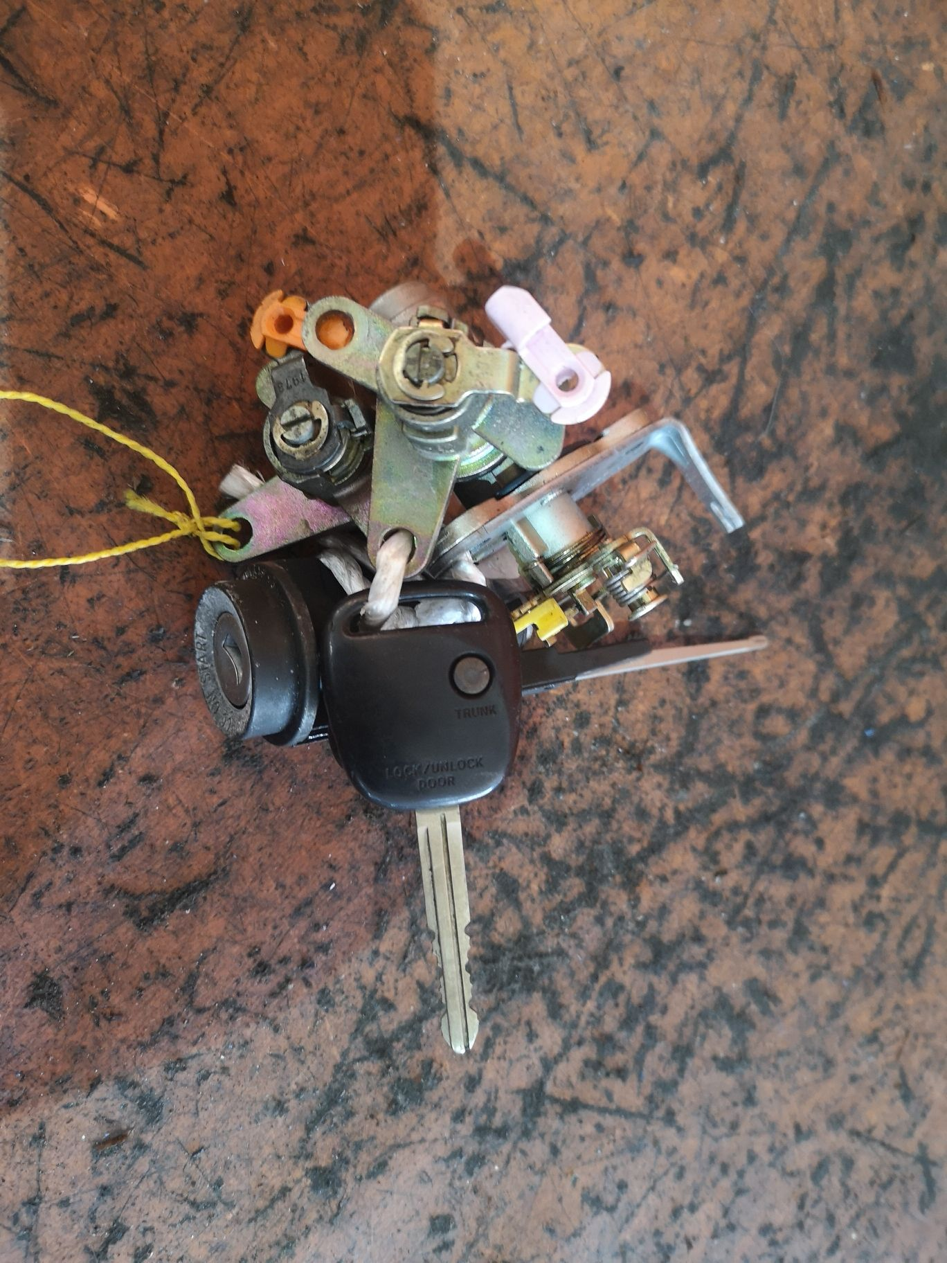 Замок зажигания +комплект замков на Toyota Mark Ii GX100 Фото 1