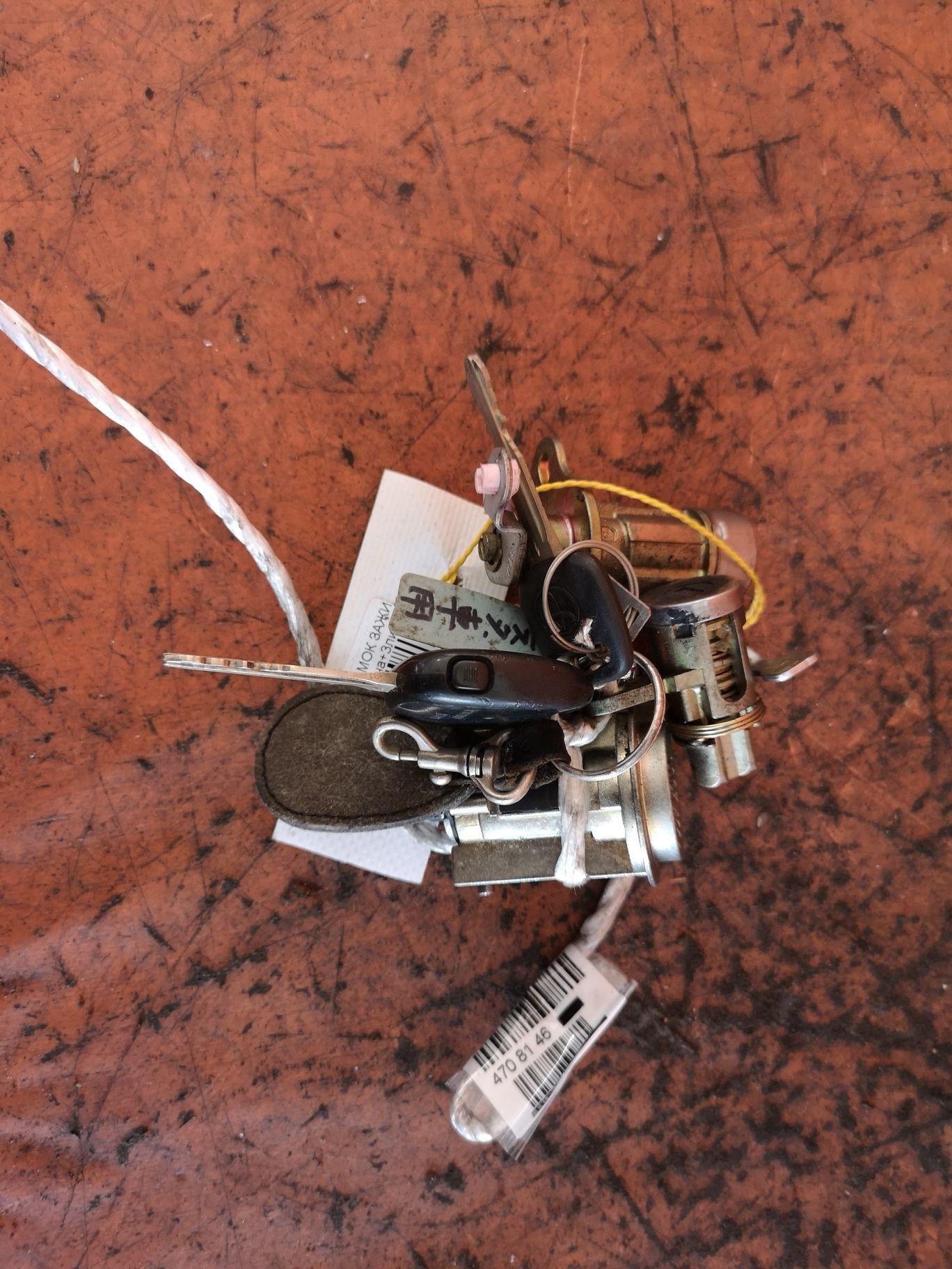 Замок зажигания +компл.замков на Toyota Vista ZZV50 Фото 1