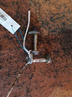 Болт эксцентриковый на Toyota Mark Ii JZX110 1JZ-FSE Фото 1