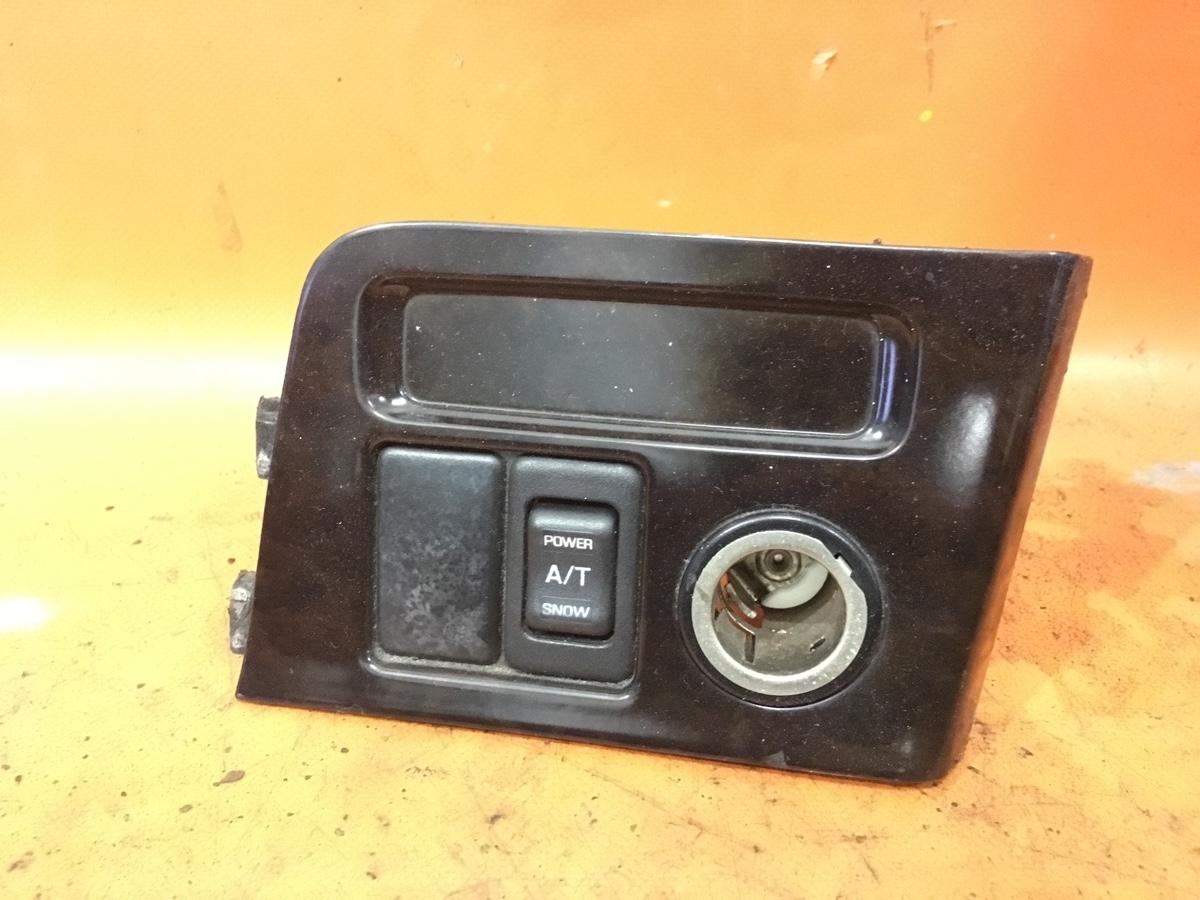 Консоль магнитофона на Nissan Largo W30 Фото 1