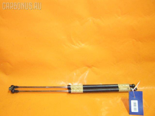 Амортизатор капота TOYOTA MARK II GX110. Фото 7