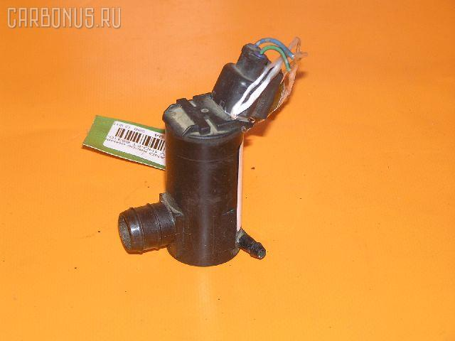 Насос омывателя стекла TOYOTA LAND CRUISER HDJ81V 1HD-FT. Фото 1