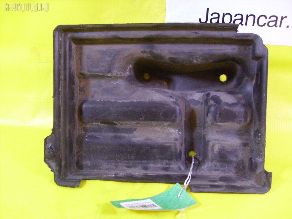 Подставка под аккумулятор TOYOTA MARK II JZX110 Фото 1
