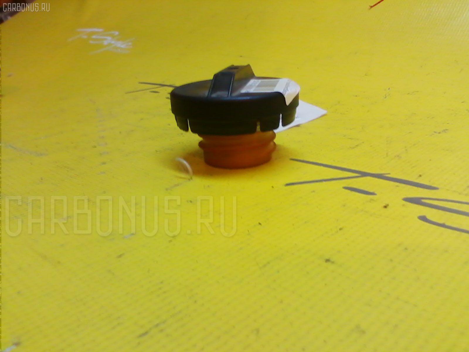 Крышка топливного бака TOYOTA NOAH AZR60 Фото 1