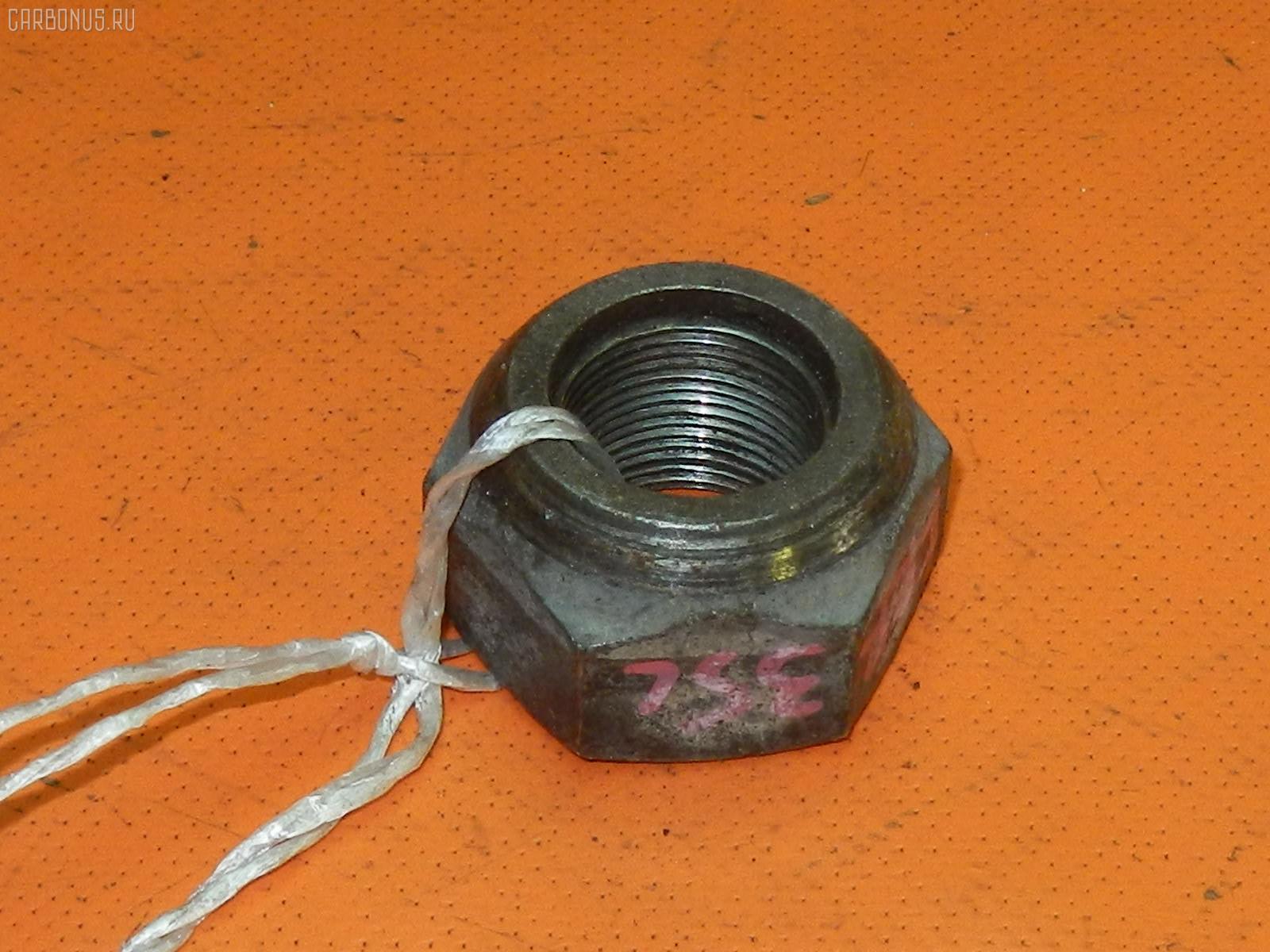 Гайка ISUZU FORWARD FRR35L4 Фото 1