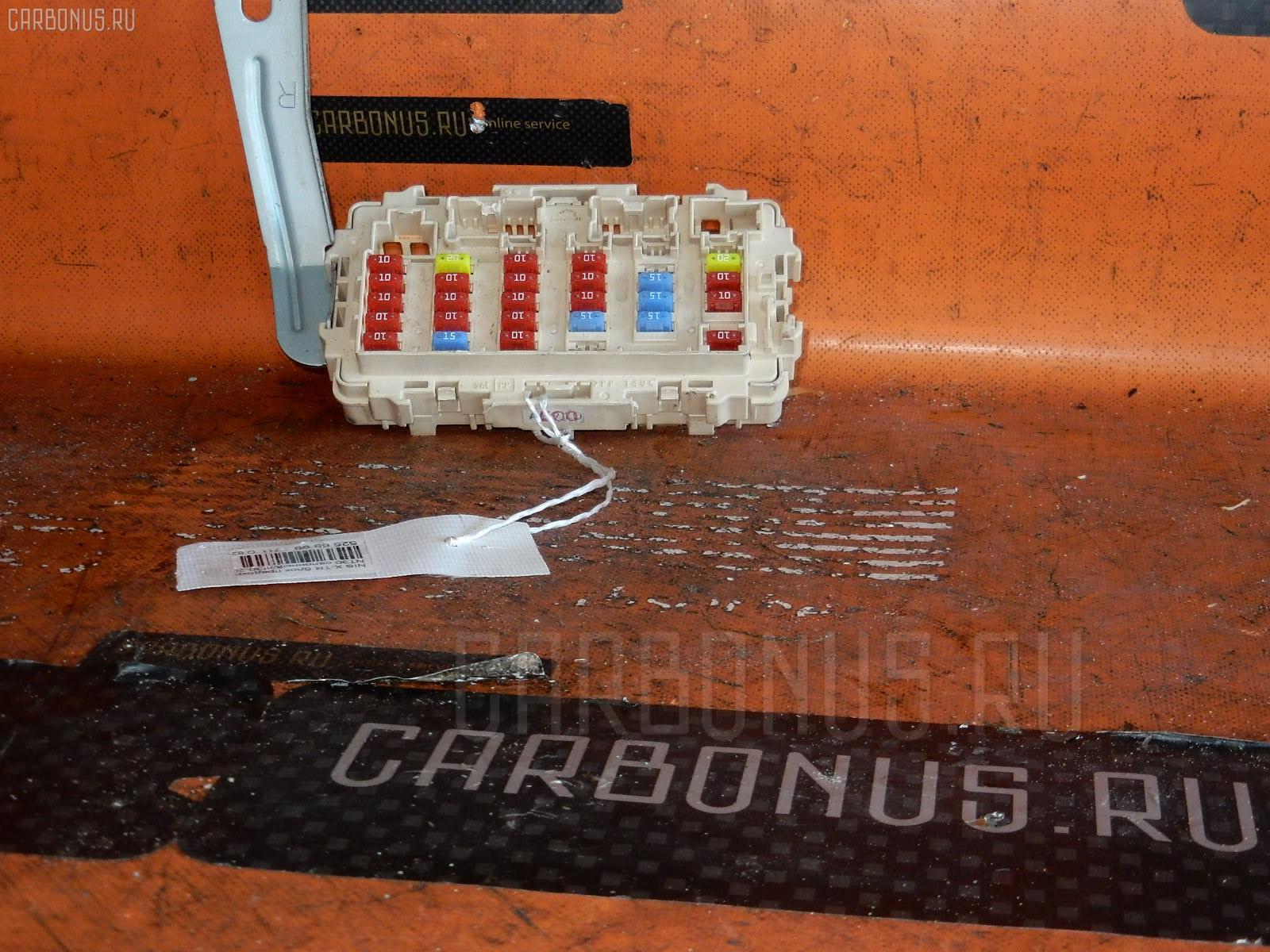 Блок предохранителей NISSAN X-TRAIL NT30 Фото 2
