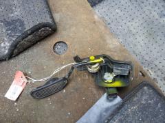 Педаль подачи топлива TOYOTA ISIS ANM10W 1AZ-FSE Фото 2