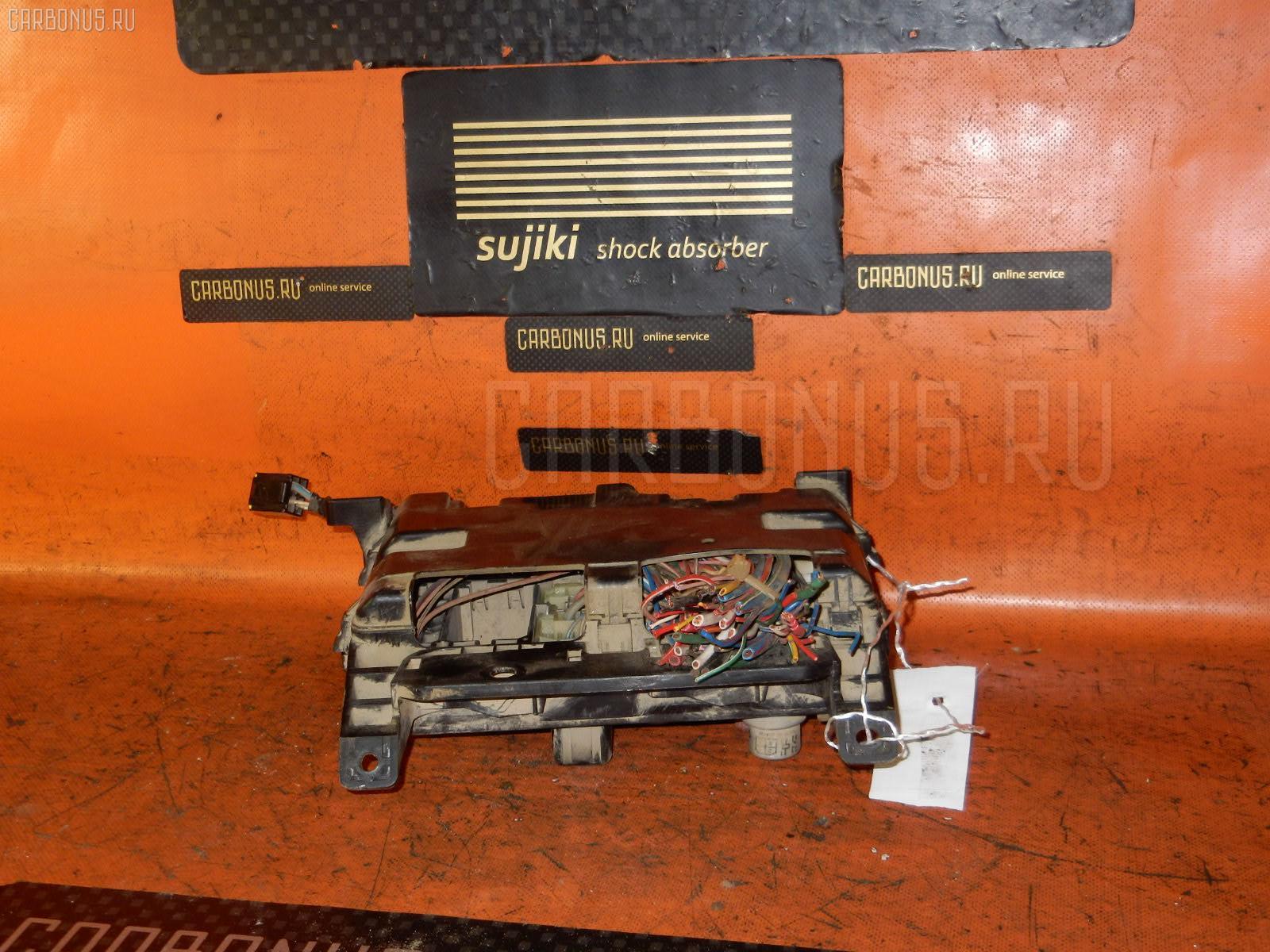 Блок предохранителей TOYOTA HIACE LY161 3L Фото 2
