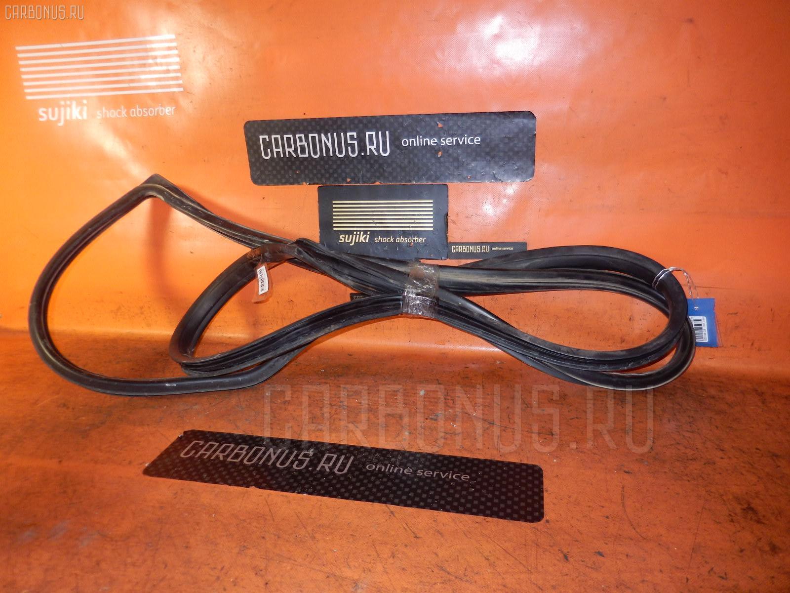 Уплотнение лобового стекла TOYOTA HIACE LY161 Фото 1