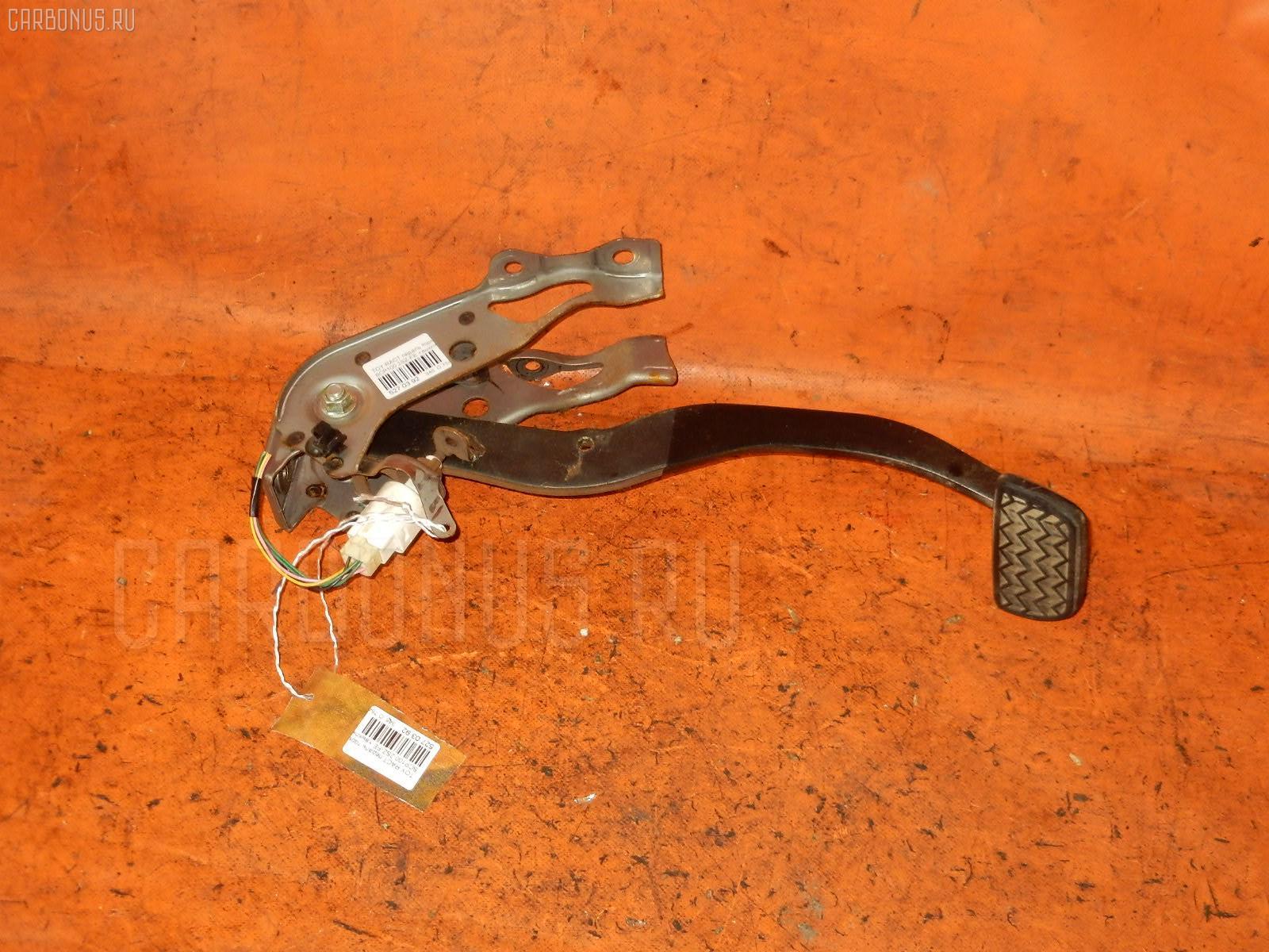 Педаль тормоза Toyota Ractis SCP100 2SZ-FE Фото 1