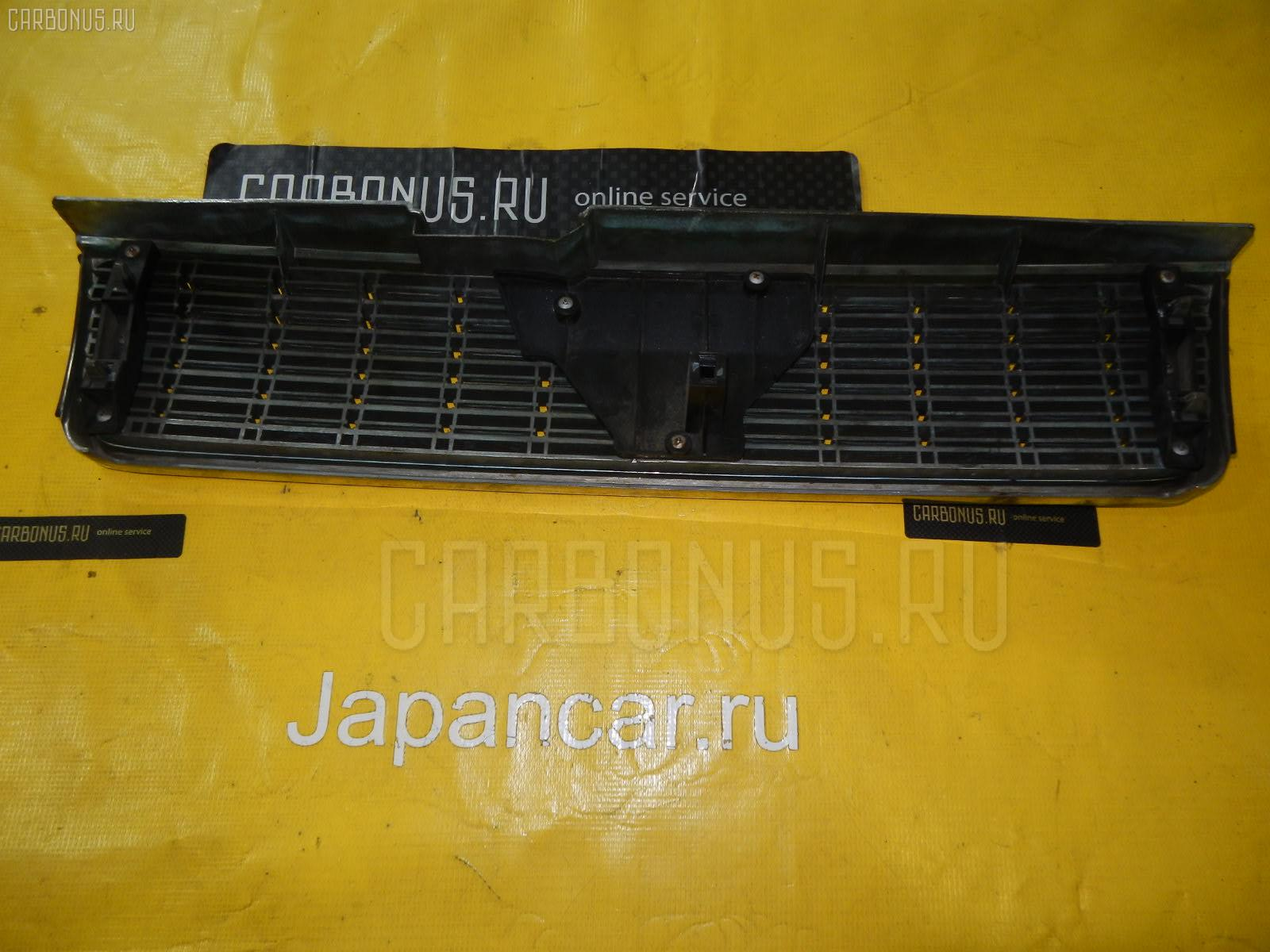 Решетка радиатора Nissan Laurel HC33 Фото 1
