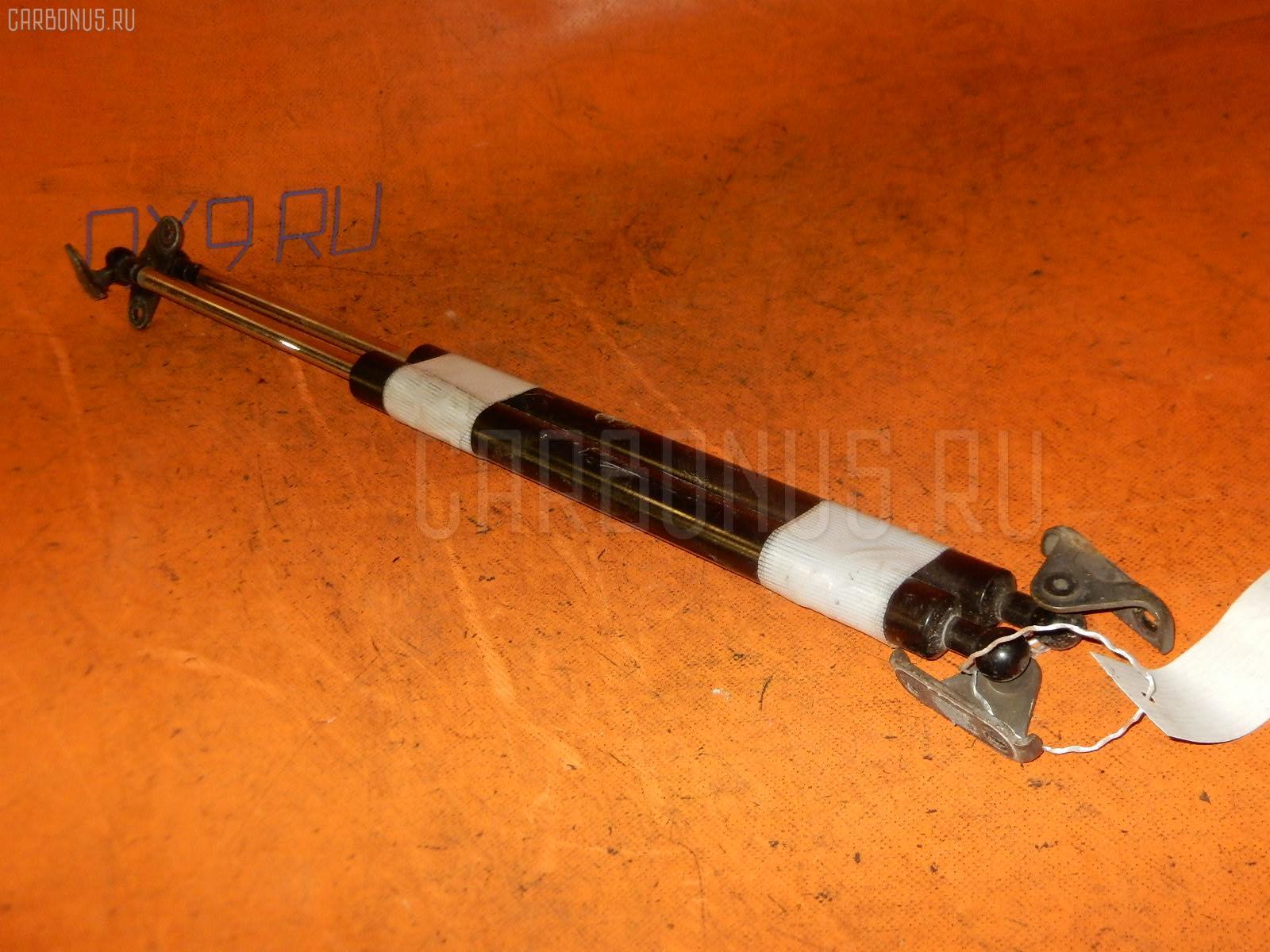 Амортизатор двери TOYOTA KLUGER ACU25W Фото 1