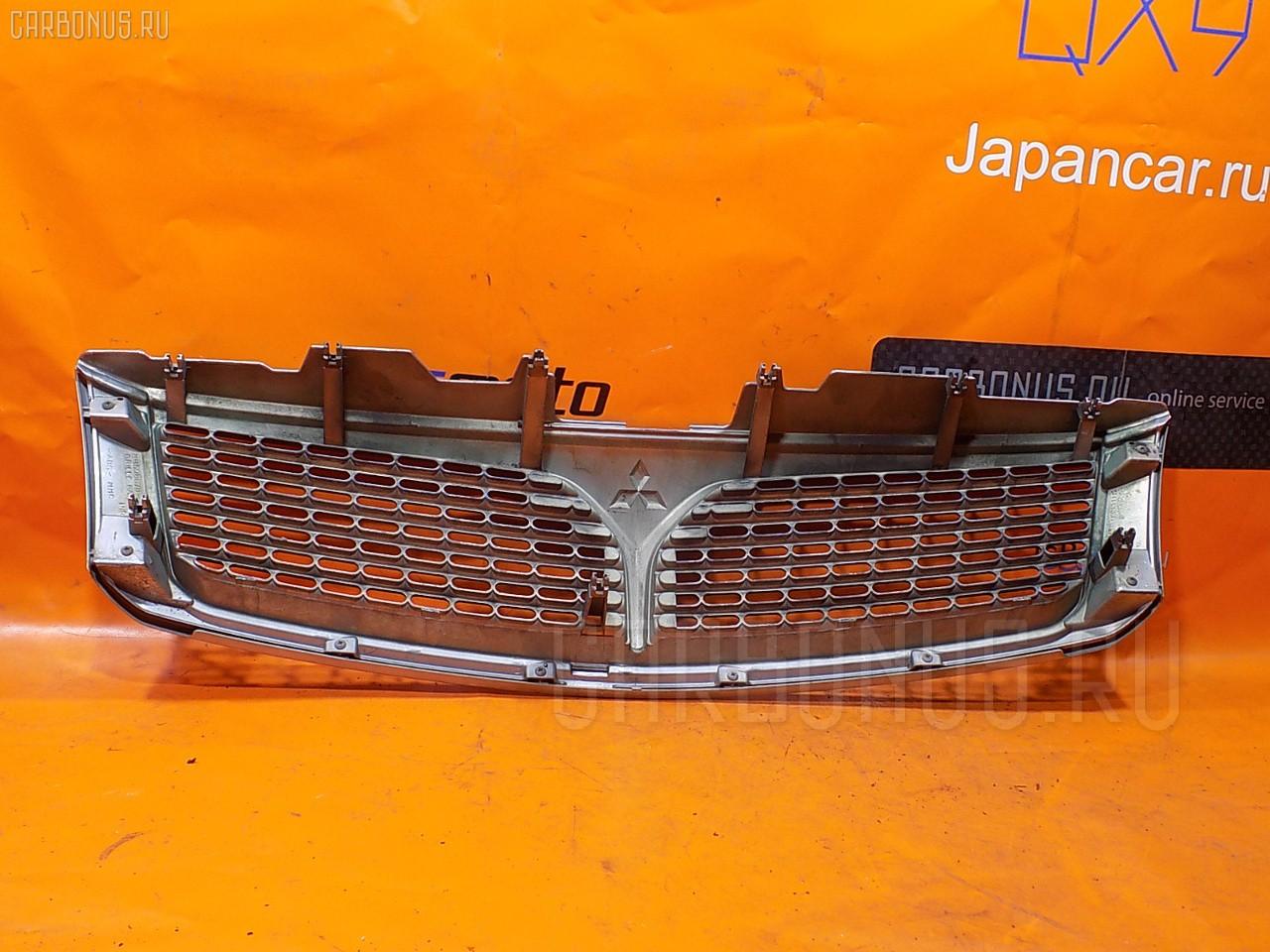 Решетка радиатора Mitsubishi Chariot grandis N94W Фото 1