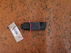 Датчик расхода воздуха на Tt Audi 8N 06F906461A