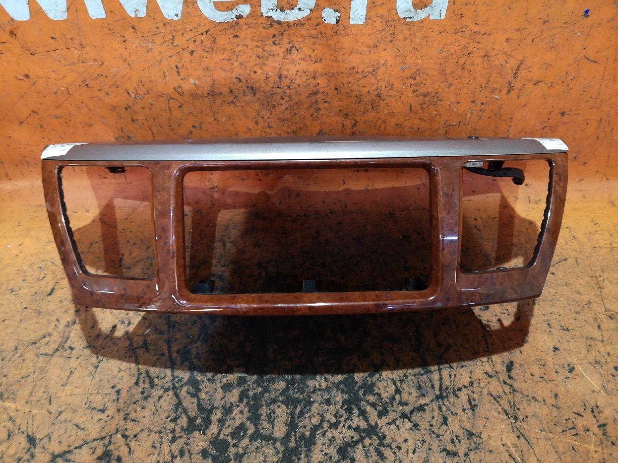 Консоль магнитофона на Toyota Noah AZR65G Фото 1