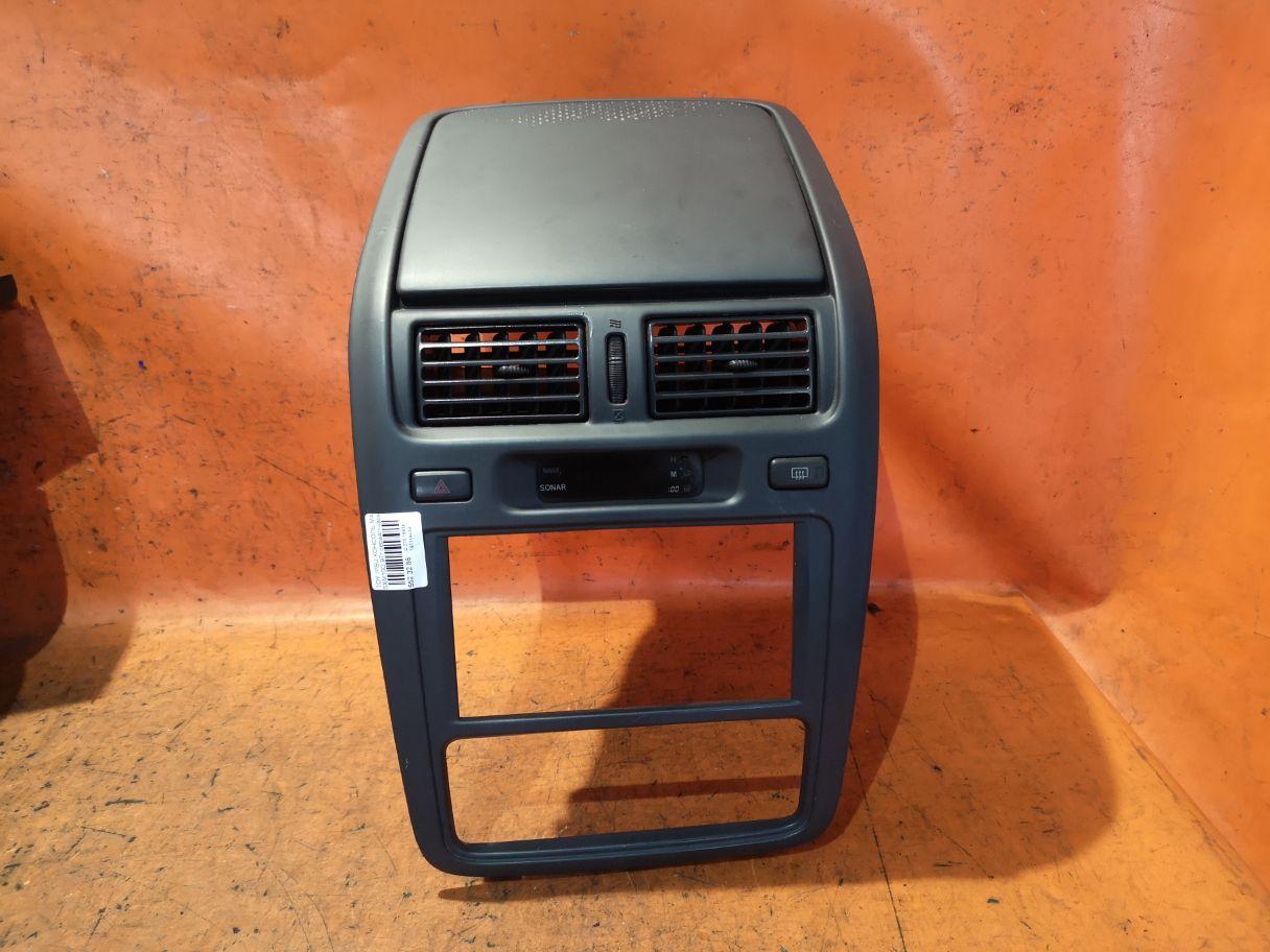 Консоль магнитофона на Toyota Ipsum SXM10G Фото 1
