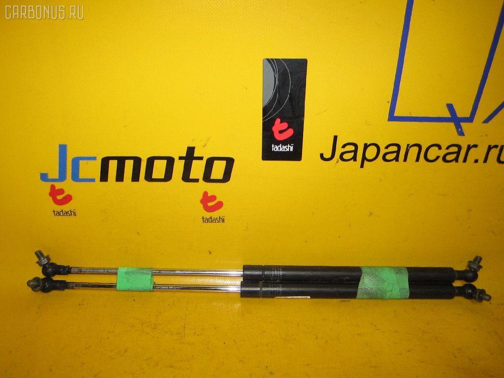 Амортизатор капота TOYOTA MARK II JZX100. Фото 8