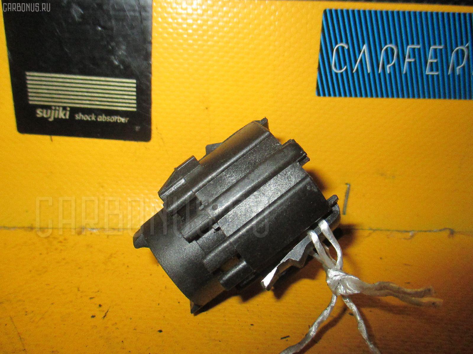 Выключатель концевой A0045451714 на Mercedes-Benz E-Class W210.065 Фото 1