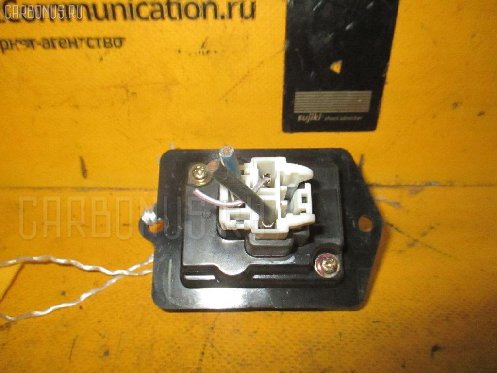 Регулятор скорости мотора отопителя MAZDA FAMILIA S-WAGON BJ5W ZL. Фото 5