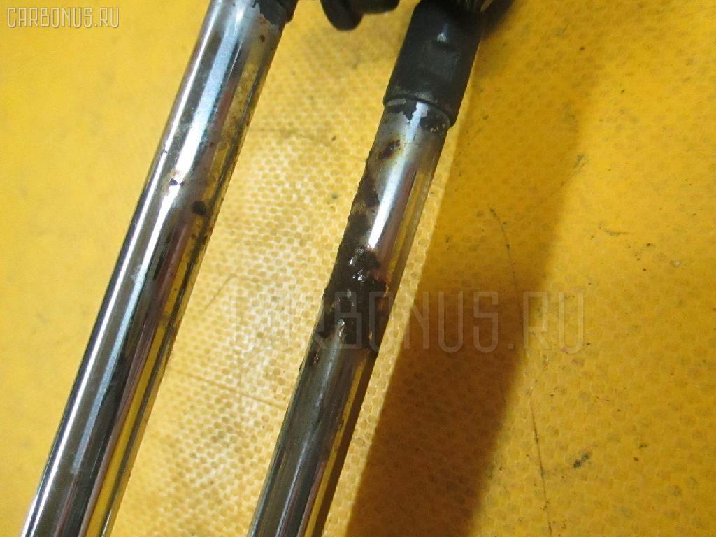 Амортизатор двери HONDA STEPWGN RF1. Фото 11