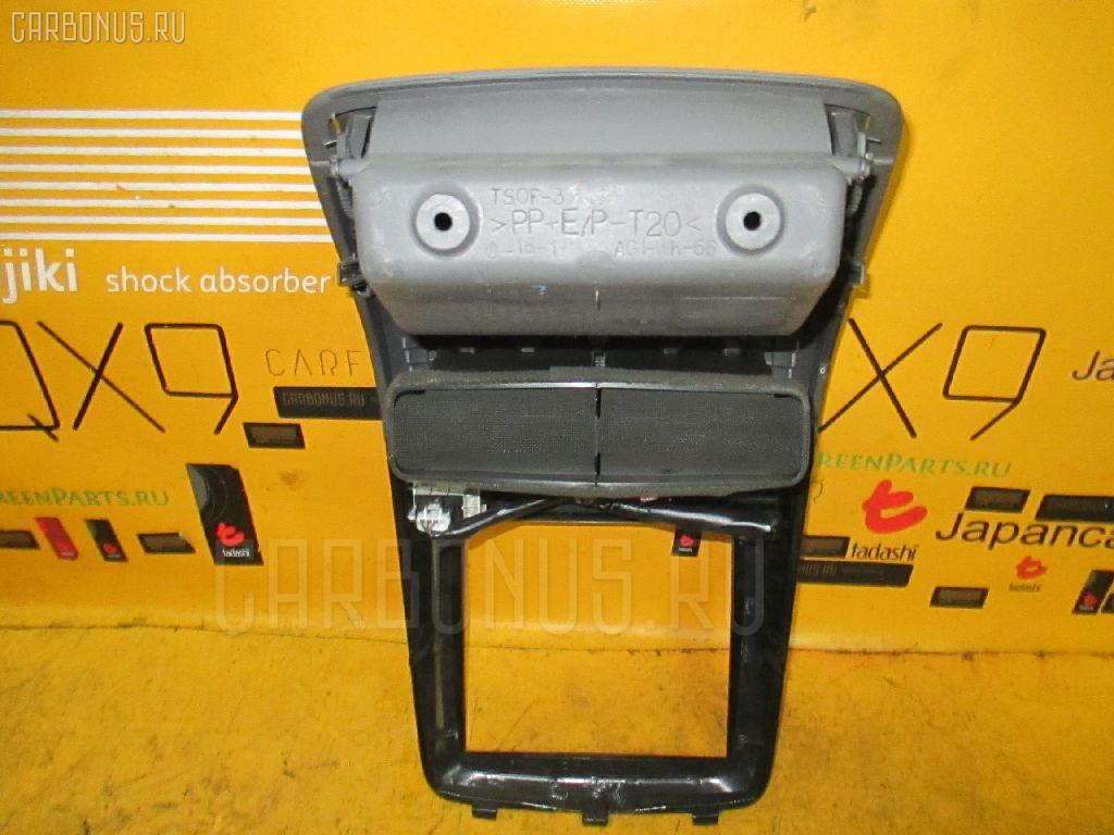 Консоль магнитофона TOYOTA IPSUM SXM10G. Фото 8