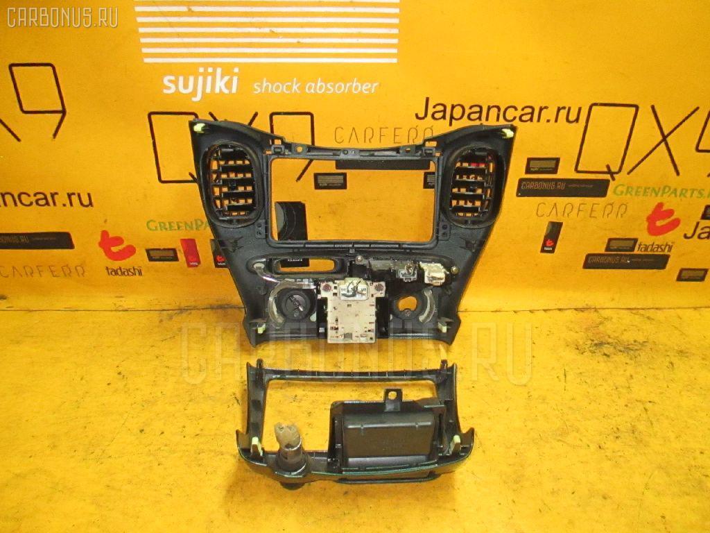 Консоль магнитофона TOYOTA FUNCARGO NCP20. Фото 8