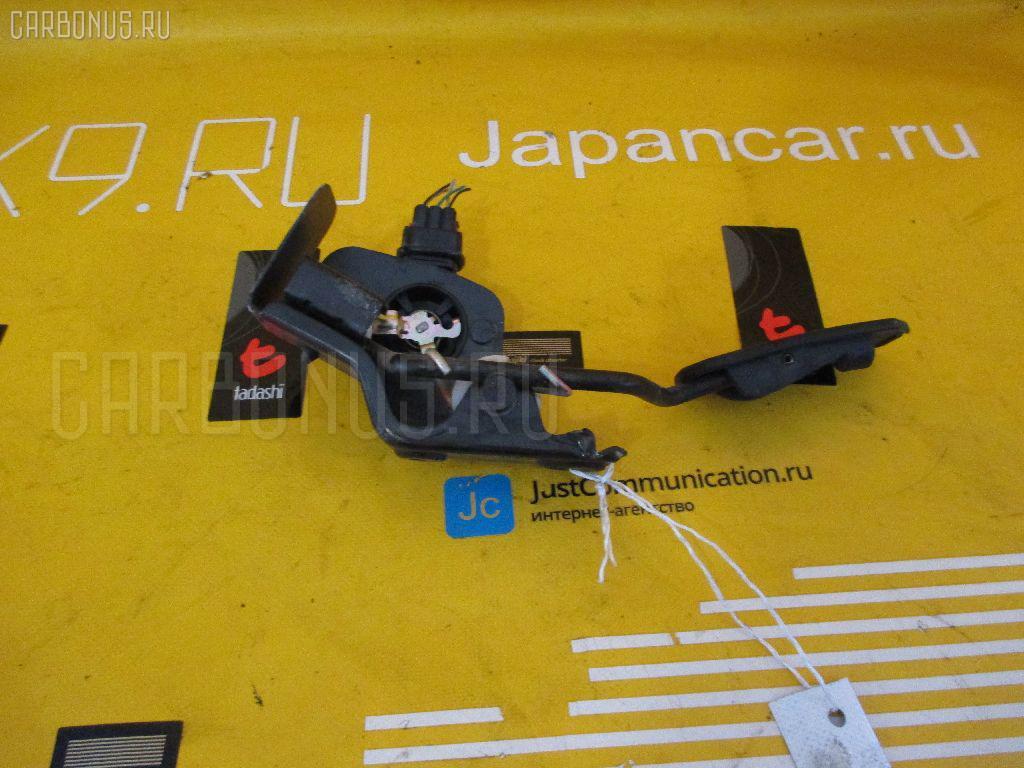 Педаль подачи топлива TOYOTA AVENSIS WAGON AZT250W 1AZ-FSE Фото 1