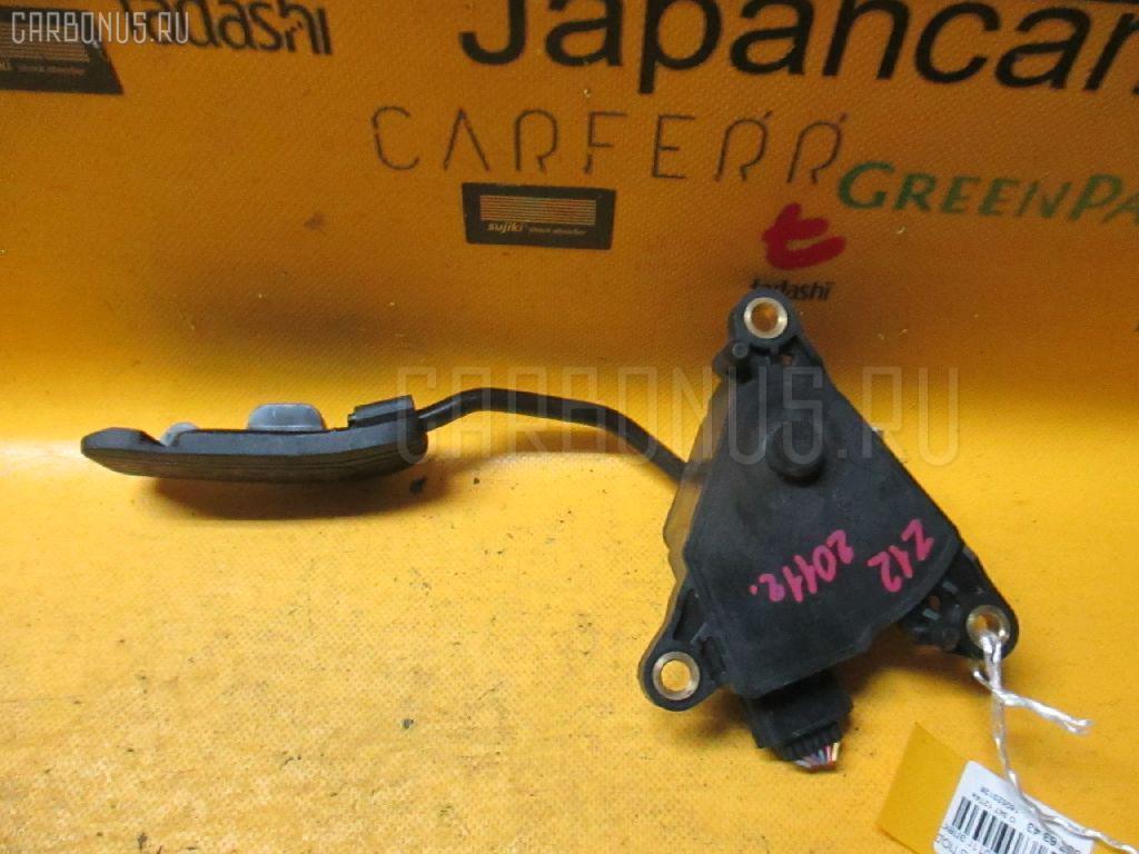 Педаль подачи топлива NISSAN CUBE Z12 HR15DE. Фото 2