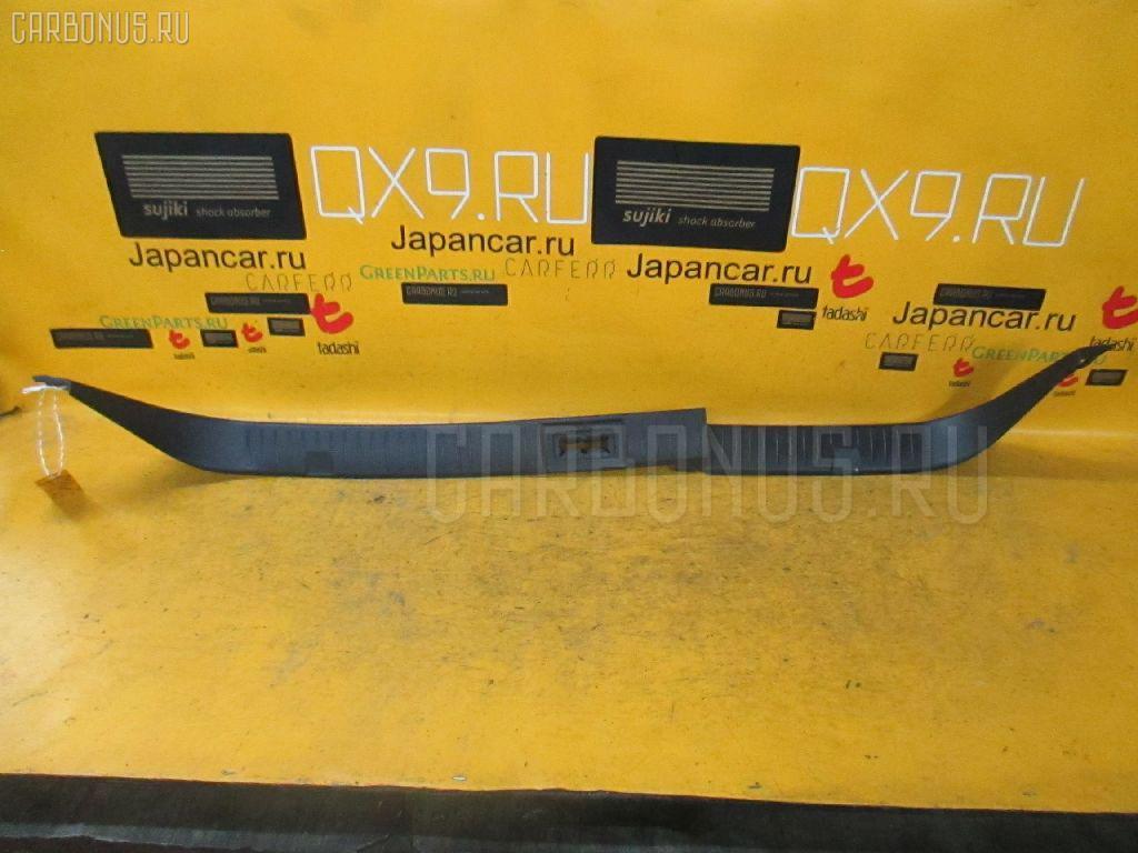 Обшивка багажника Nissan Skyline V35 Фото 1