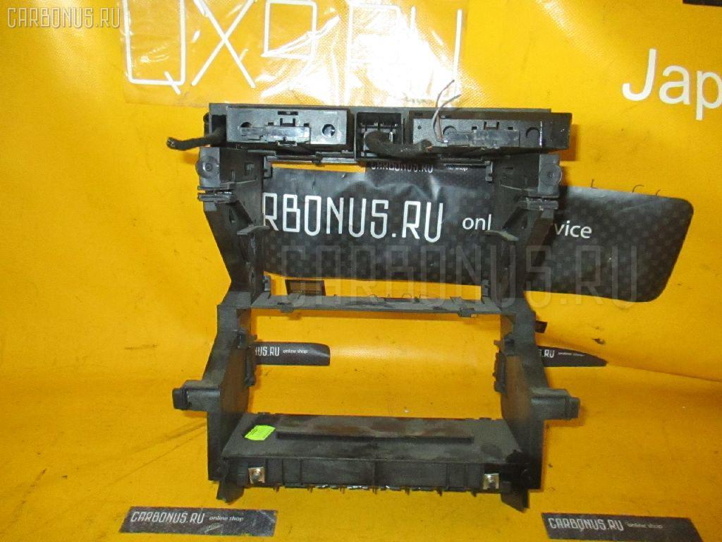 Крепление магнитофона AUDI A4 AVANT 8EBFB Фото 2