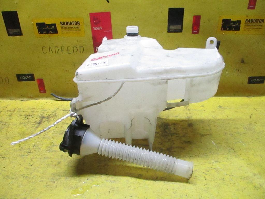 Бачок омывателя на Toyota Crown GRS200 Фото 1