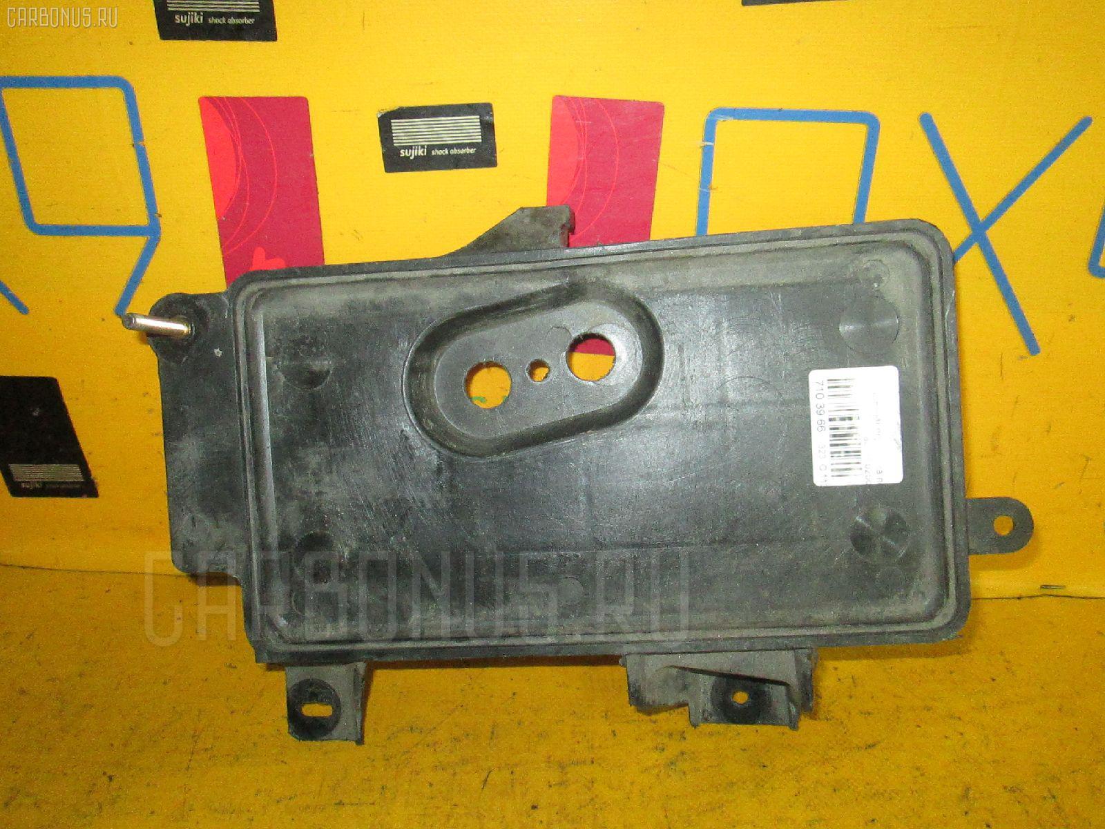 Подставка под аккумулятор MAZDA FAMILIA S-WAGON BJ5W. Фото 1