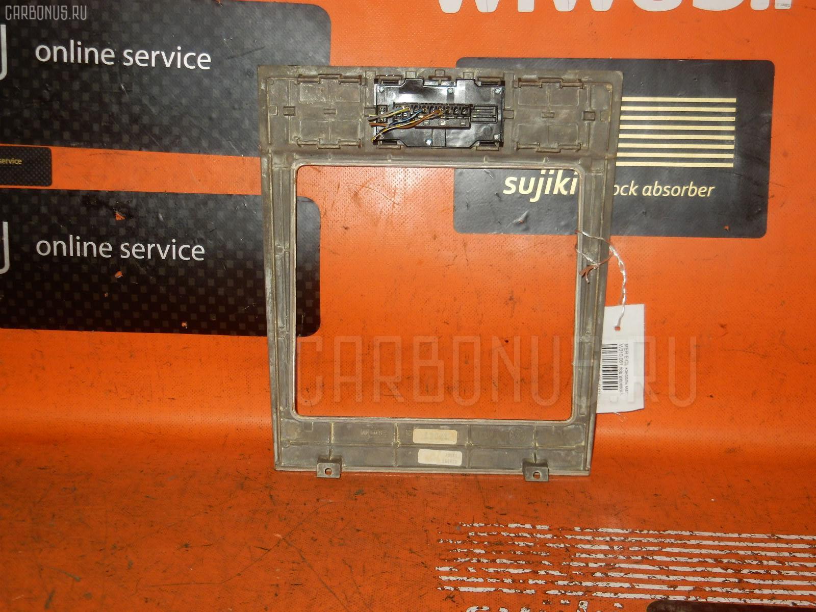 Консоль магнитофона MERCEDES-BENZ E-CLASS W210.061. Фото 3