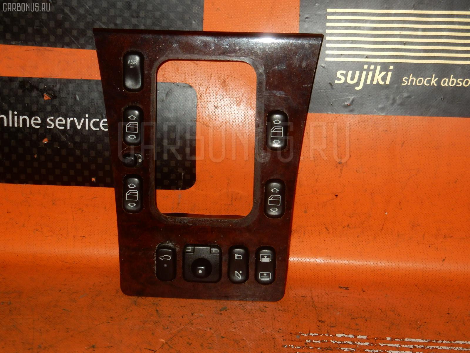 Консоль магнитофона MERCEDES-BENZ E-CLASS W210.061. Фото 2
