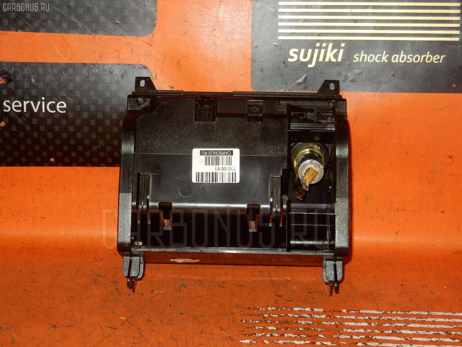 Консоль магнитофона MERCEDES-BENZ E-CLASS W210.061. Фото 5