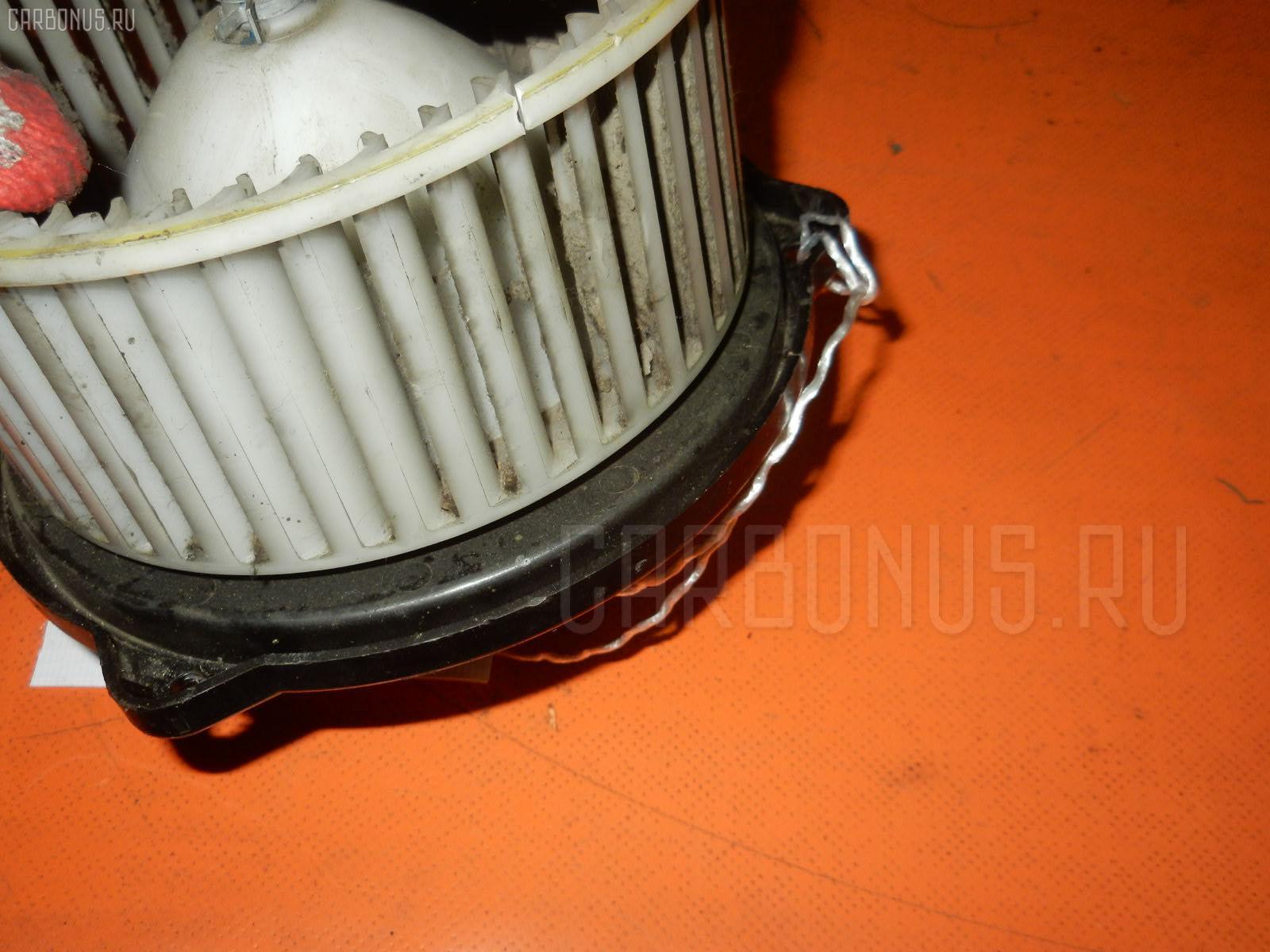 Мотор печки MAZDA DEMIO DW5W. Фото 6