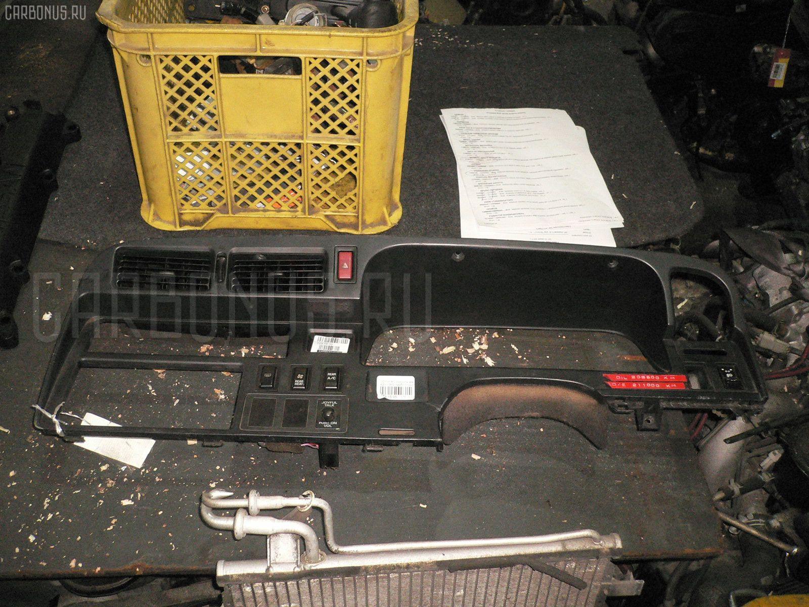 Консоль магнитофона Toyota Hiace KZH106G Фото 1