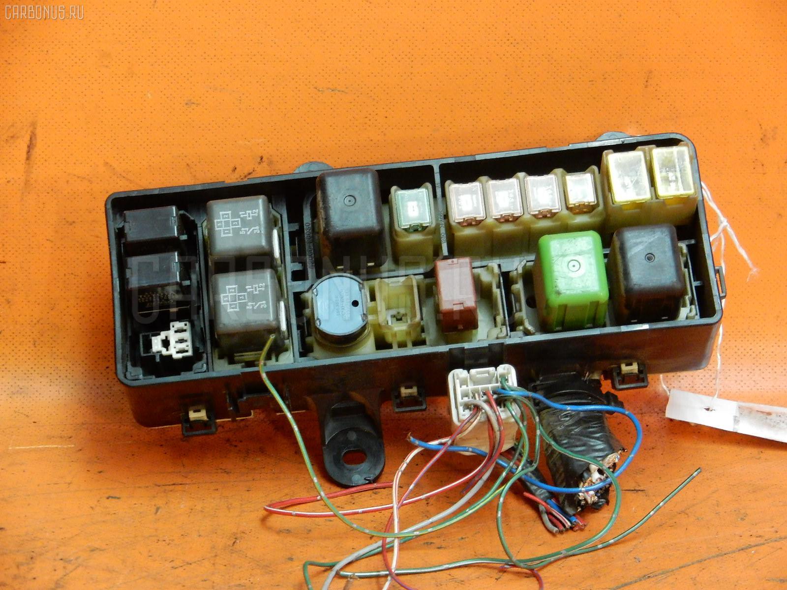 Блок предохранителей Toyota Hiace KZH106G 1KZ-TE Фото 1