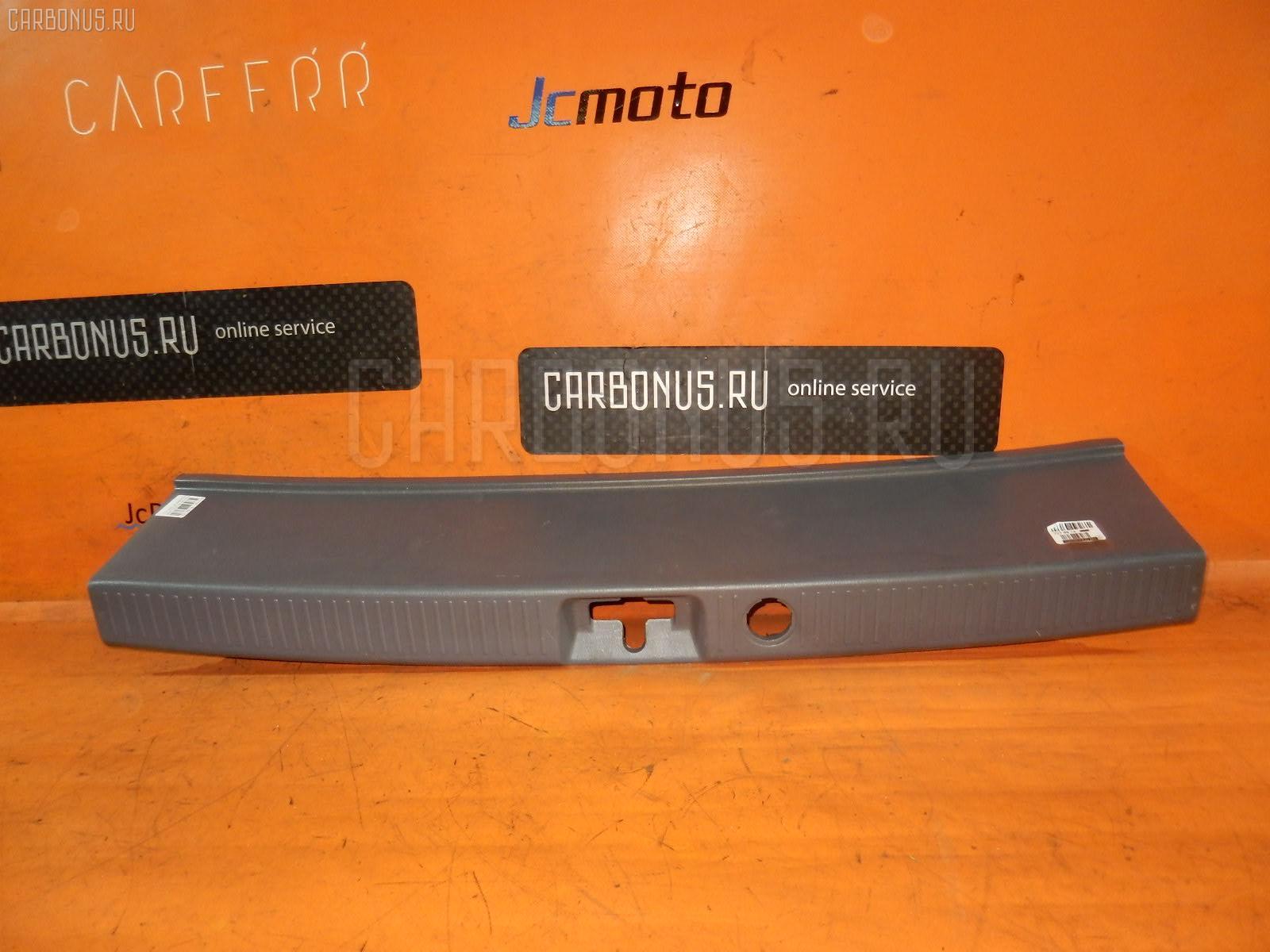 Обшивка багажника TOYOTA IPSUM SXM10G. Фото 4