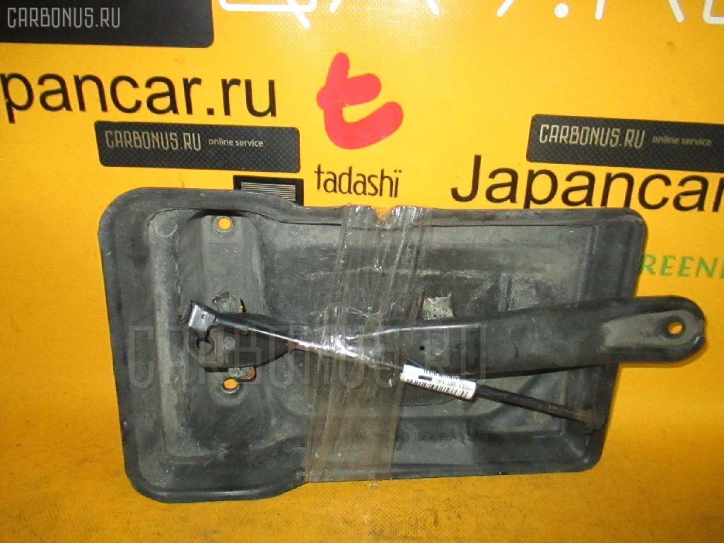 Подставка под аккумулятор TOYOTA CHASER JZX100. Фото 2