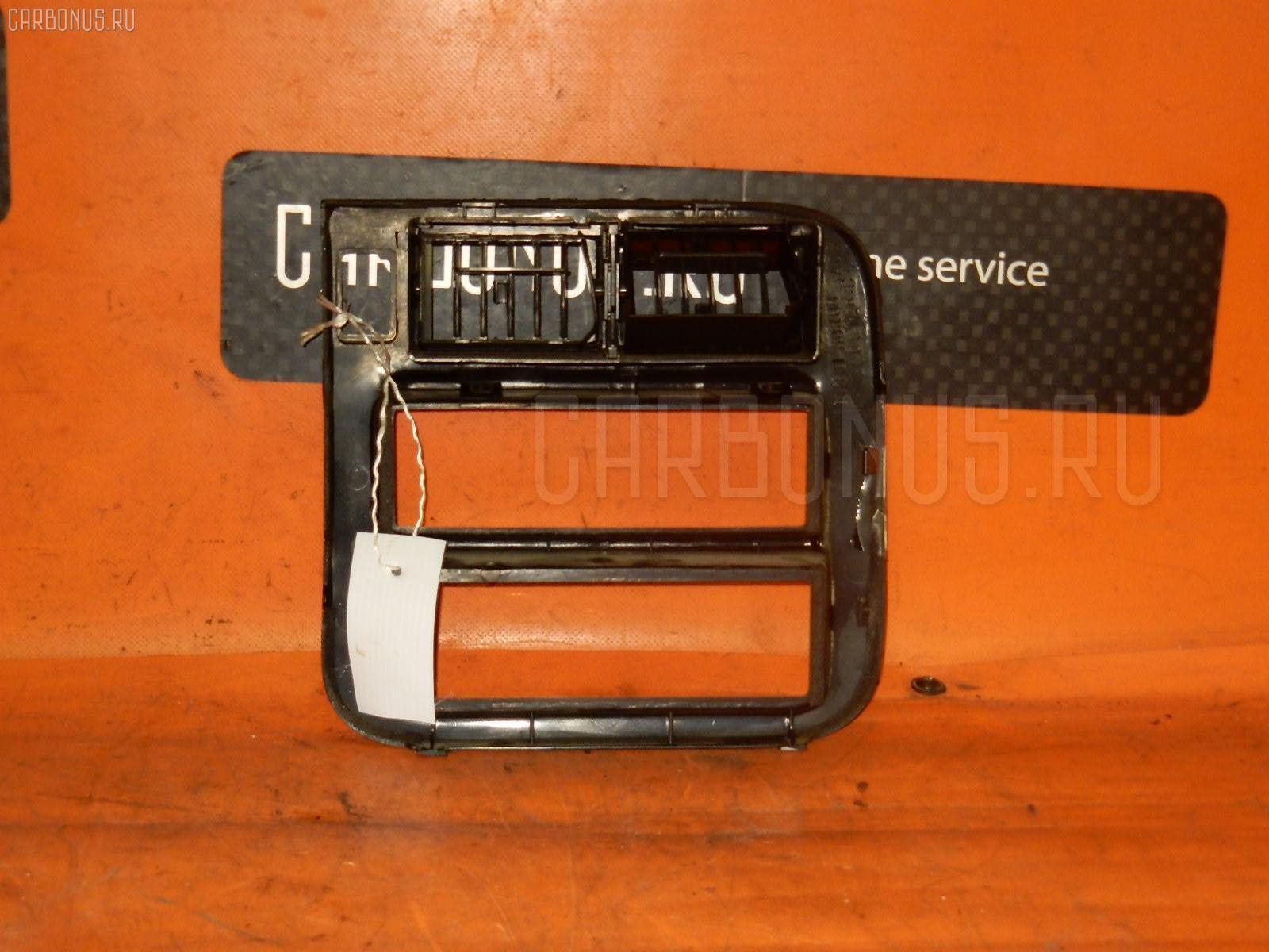 Консоль магнитофона NISSAN AD WAGON VFY10 Фото 1