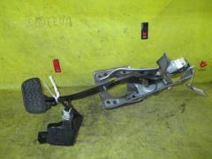 Педаль подачи топлива на Toyota Wish ZNE10G 1ZZ-FE