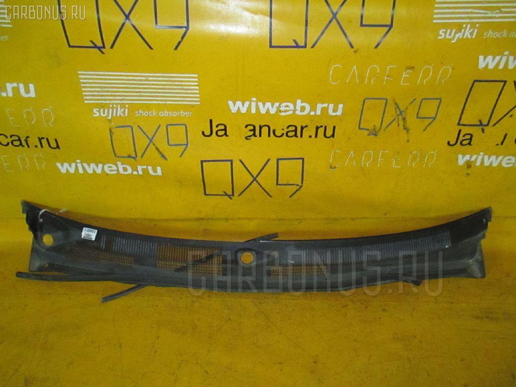 Решетка под лобовое стекло Nissan Bluebird HU14 Фото 1