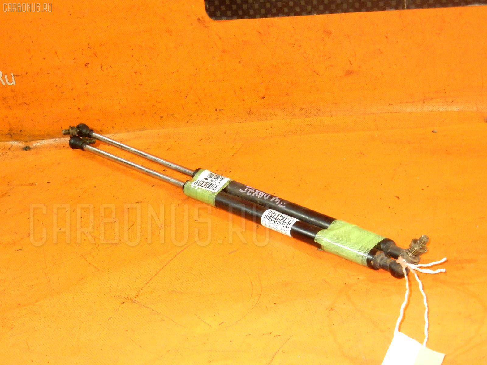Амортизатор капота TOYOTA MARK II JZX110 Фото 1