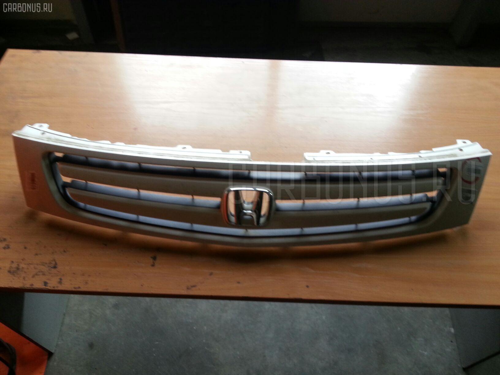 Решетка радиатора HONDA STREAM RN1 Фото 1
