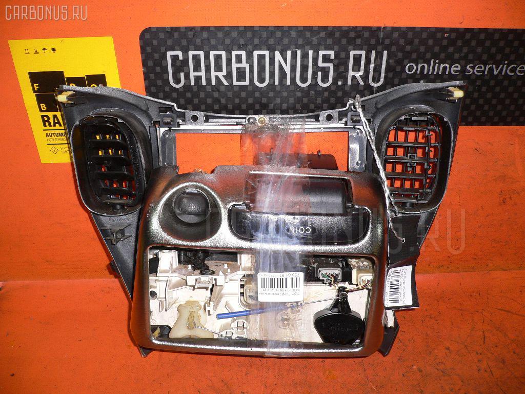 Консоль магнитофона TOYOTA FUNCARGO NCP20. Фото 10